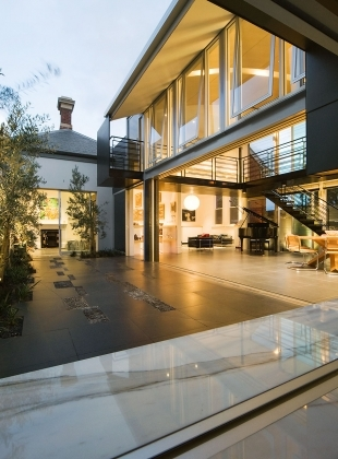 Bdlc wedmore house 04 courtyard wr